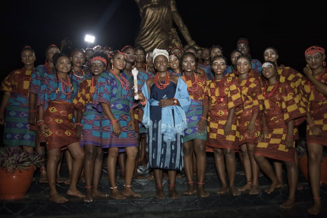QMA Contestants with Queen Iyimide Shittu at the celebration of the Moremi Edi Festival
